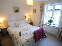 Accommodation-Dorking-Surrey-Bed-Breakfast-Hotel-Room-Gatwick-Airport-Exclusive-Quality-Country-Quiet-Peaceful-021