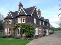 Accommodation-Dorking-Surrey-Bed-Breakfast-Hotel-Room-Gatwick-Airport-Exclusive-Quality-Country-Quiet-Peaceful-034